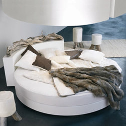Round Bed Yunal - Round Bed with Driftwood Headboard.