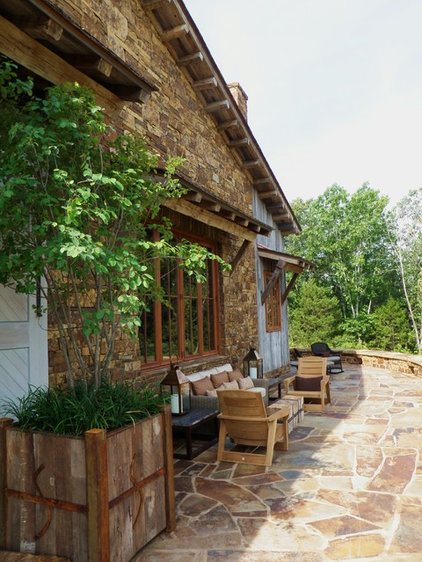 Rustic Patio by DK Design
