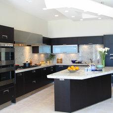 Kitchen by Hamilton-Gray Design, Inc.