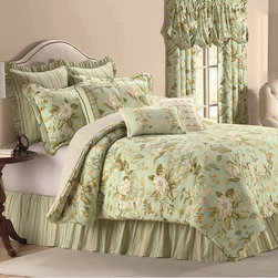 CW - Colonial Williamsburg Grandiflora 4-piece Comforter Set - Add elegance to your bedroom with this delightfully crafted comforter set. Made with quality materials,this set is durable as well as stylish.