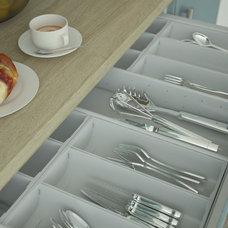 Modern Kitchen by Wren Kitchens