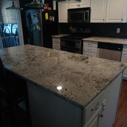 Granite kitchen counter tops - www.istonefloors.com