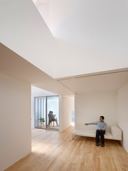 modern living room by Tomohiro Hata Architects & Associates