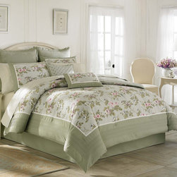Laura Ashley - Laura Ashley 'Avery' Traditional Cotton 4-piece Comforter Set (Additional Shams - Look forward to bedtime when you outfit your bed with this elegant four-piece comforter set. The combination of a sage green border and a soft purple floral print makes this bedding set perfect for any home with a cottage decor theme.