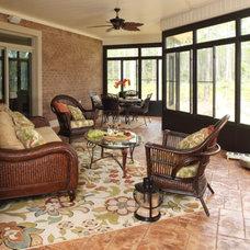 Tropical Patio by Logan Homes