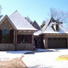 Traditional Exterior by Grainda Builders, Inc.