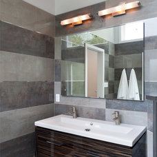 Bathroom by Grossmueller's Design Consultants