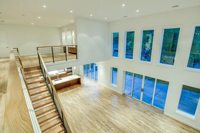 Modern  by ICF Custom Homes