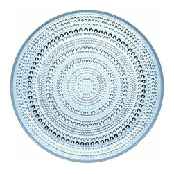 Iittala - Kastehelmi Medium Plate Light Blue - A classic pattern — in production from 1964 to 1988 — is back to beautify your table. Concentric rings of glass dewdrops form the graceful pattern to enhance the appeal of any meal.