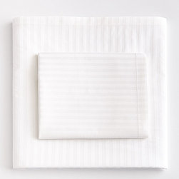 Horchow - Queen Sheet Set - WHITE - Queen Sheet SetDetailsMade of 300-thread-count cotton.Machine wash cold.Set includes flat and fitted sheets and pillowcases.Imported.