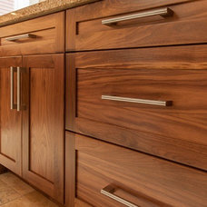 Traditional Kitchen Cabinets by Hay's Woodworking