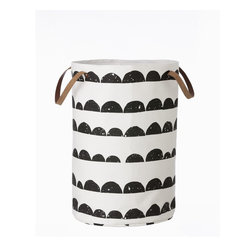 Half Moon Laundry Basket - I love the design and the simple colors. This would most definitely go in my room.