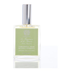 Coriander, Lotus & Cucumber Room Spray 100 ml. - Be bold in freshening your rooms with Coriander, Lotus, and Cucumber Room Spray, a soft high-quality mist for your home's air or your bed's linens which relies on an unusual combination of delicate green aromas: cucumber's fresh-water air, coriander's interesting herbal spice, and olive's natural grove aromas are infused with sweet sacred lotus in this high-end take on cucumber melon linen sprays.