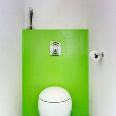 Modern Bathroom by Photographie Panotonic