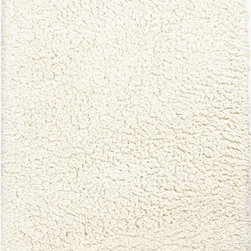 Unknown - Hand-Made Ivory/ White Polyester Plush Pile Rug (8x10) - Hand-Made Ivory/ White Polyester Plush Pile Rug (8x10)