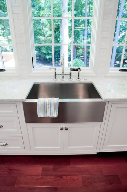 Kitchen Sinks by Highlight Homes, LLC