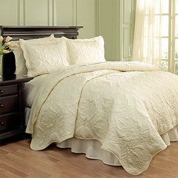 Waverly - Dressed Up Damask Taupe Four-Piece Full/Queen Scalloped Quilt Set - - Add a touch of extravagance to your bedroom with the Waverly Dressed Up Damask 4 Piece Quilt Collection. This luxurious quilt features a large scale damask pattern brought to life with intricate stitching and puckering effects.  - Full/Queen set measures 88-Inch x 90-Inch with two 21-Inch x 26-Inch pillow shams and a 60-Inch x 80-Inch bed skirt with a 15-Inch drop  - 100% cotton  - Machine wash cold on the gentle cycle. Tumble dry on low Waverly - 13812BEDDF/QTAU