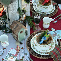 Holiday Dinnerware - Styling courtesy of homeiswheretheboatis.net