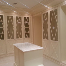 Traditional Closet by HD PLUS Construction