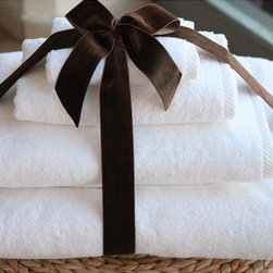 None - Authentic Hotel and Spa Plush Soft-twist Turkish Cotton White 4-pieceTowel Set w - These authentic extra plush hotel and spa towels are made from high-end Turkish cotton. These crisp white 750 gram soft twist Turkish cotton bath towels become softer and more absorbent with every wash.