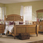Broyhill Hampton Pine Finish Poster Queen Bed - Wooden Material