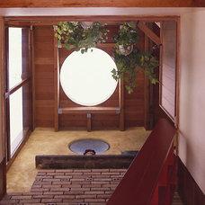Contemporary Hall by James Wagman Architect, LLC