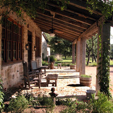 Rustic Porch by Ignacio Salas-Humara Architect LLC