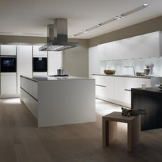 Modern Kitchen Cabinets by SieMatic Mobelwerke USA