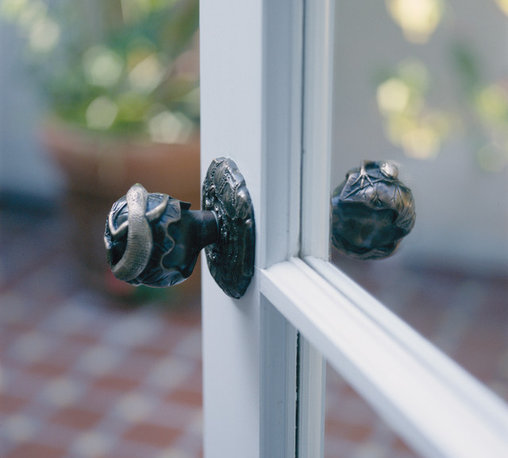 Door Knobs Animal Themes - The lizard door knob is part of our Netsuke door knob series. This style takes its name and inspiration from the self-contained smooth edged toggles that were often used in Japanese clothing and bags as fasteners.