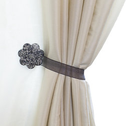 MagnaClips - Curtain Clips, Tiebacks, or holdbacks   Set of 2   Fiore Collection  , Silver - Give your living area a sense of style that will be hard not to notice. This sophisticated curtain tieback will subtly enhance your decor without being audacious. You will be able to install your curtain holdbacks with ease since there is no parts to assemble and no tools are required for the installation. All tiebacks are sold in pairs.