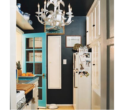 eclectic  Black kitchen (Domino)