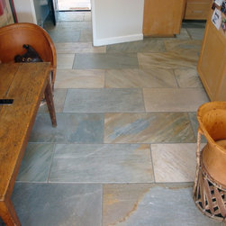 Slate Floor - Desert Gold Brushed 18 x 36 Straight Cut Slate used in a kitchen and family room