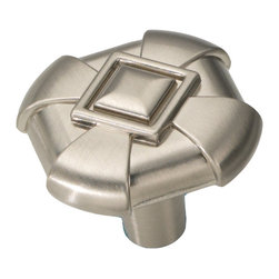 Hickory Hardware - Chelsea Stainless Steel Cabinet Knob - Bridges contemporary and traditional design.  Offering a deep rooted sense of history in some, with an updated feel and cleaner lines.