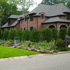 Traditional  by Troy Rhone Garden Design