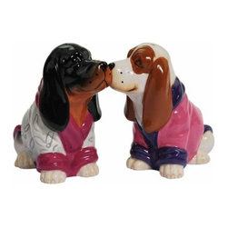 WL - 3 Inch Kitchenware Basset Hound Robes Salt and Pepper Shakers - This gorgeous 3 Inch Kitchenware Basset Hound Robes Salt and Pepper Shakers has the finest details and highest quality you will find anywhere! 3 Inch Kitchenware Basset Hound Robes Salt and Pepper Shakers is truly remarkable.