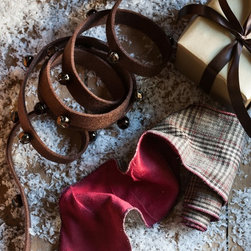 Balsam Hill - Brown Glen Plaid Ribbon 5 Yard Long - Balsam Hill® 5 yard Brown Glen Plaid Ribbon is sure to match all your seasonal decor. This imported ribbon has the signature touch of renowned designer Donna Stevens, and  includes quaint details such as jingle bells that bring the sound of Christmas to your home.