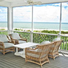Tropical Porch by TRADEWINDS CUSTOM HOMES