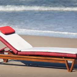 Noronha Lounger - NORONHA chaise lounge. Plenty of versatility and freedom: a choice of sixteen different fabric types for the collection all developed for outdoor areas, of irrefutable