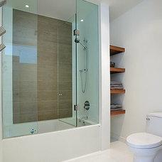 Contemporary Bathroom by LineBox Studio