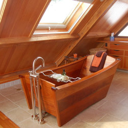 "Single tub in DeepSealed Mahogany - A ""zen"" space in a vacation home on a Maine island. Photo: Miranda Batiste"