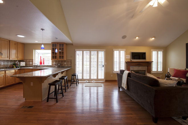 Open concept kitchen family room for Family room open kitchen ideas