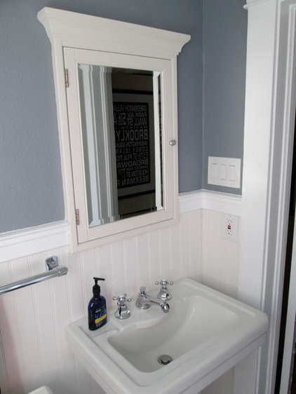 Traditional  Guest Bath