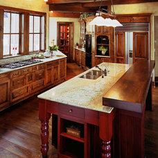 Traditional Kitchen by Sharratt Design & Company