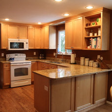 Transitional Kitchen by YOUR PERFECT KITCHEN