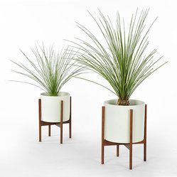 Modernica - Modernica - Case Study Planter w/ Stand White - The Case Study Planter design originated during the highly prolific period in architecture and home furnishing designs immediately following WW2. The new designs were not only something new to look at but promoted a new attitude towards incorporating your home with a modern lifestyle.
