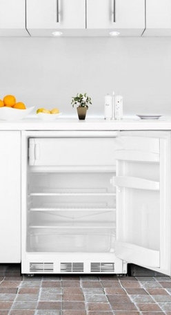 BI540SSTB Built-in refrigerator-freezer with cycle defrost, stainless steel door - SUMMIT PROFESSIONAL BI540SSTB brings advanced cooling technology to built-in undercounter refrigerator-freezers.
