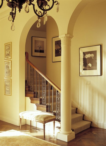Traditional Staircase by Chambers + Chambers Architects