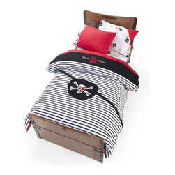 Cilek - Pirate Duvet Set - Only your dreams will speak, the reality is veiled with a soft touch. Tuck yourself under the softest quilt and dream of the pirate life. Put your head on the pillow, sleep in the bosom of the waves and open your eyes to the dreams... You'll see that the ambient pirate room will drag you into never ending adventures. Every time you open your eyes, you'll find the trophies of your past the trips.