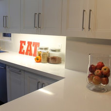 Modern Kitchen by REDESIGN4MORE | Toronto's Home Staging  Solution