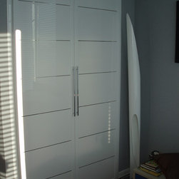 Closet doors Miria collection in high gloss white - Closet door from MIRIA collection, in high gloss white finish with metal inserts in chrome, custom designed and crafted in Italy
